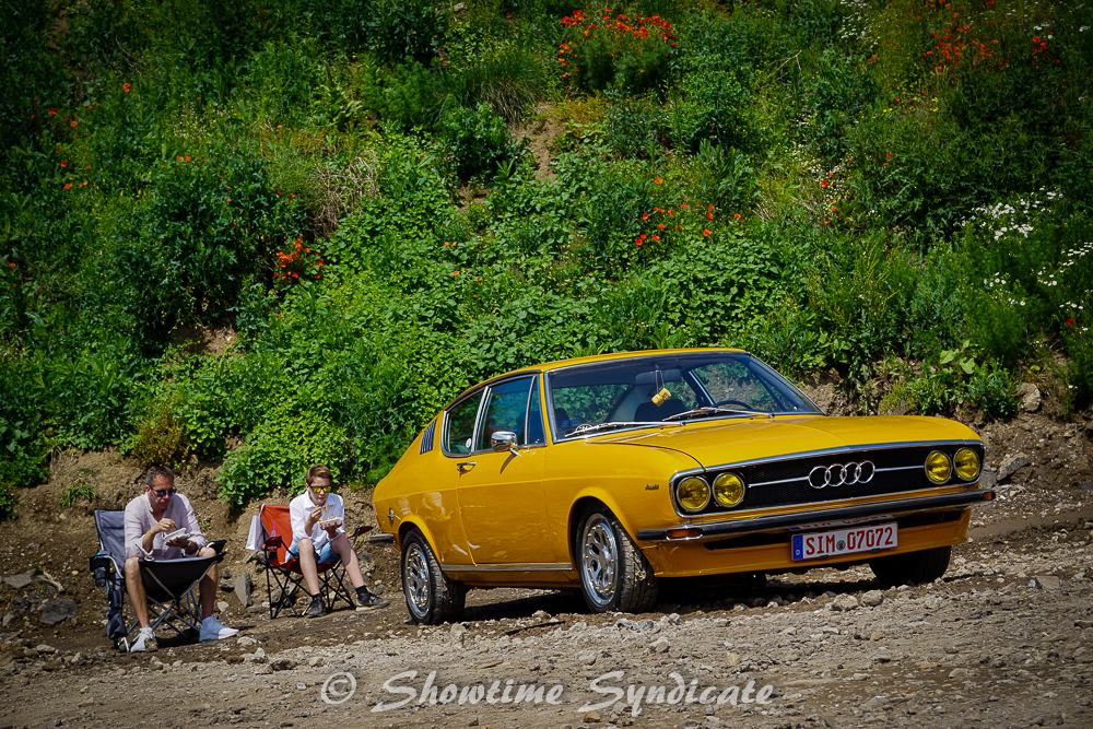 Audi 100 Coupe S - Showtime Syndicate